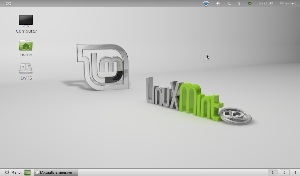 Linux Mint 12 (Lisa) with GNOME 3.png