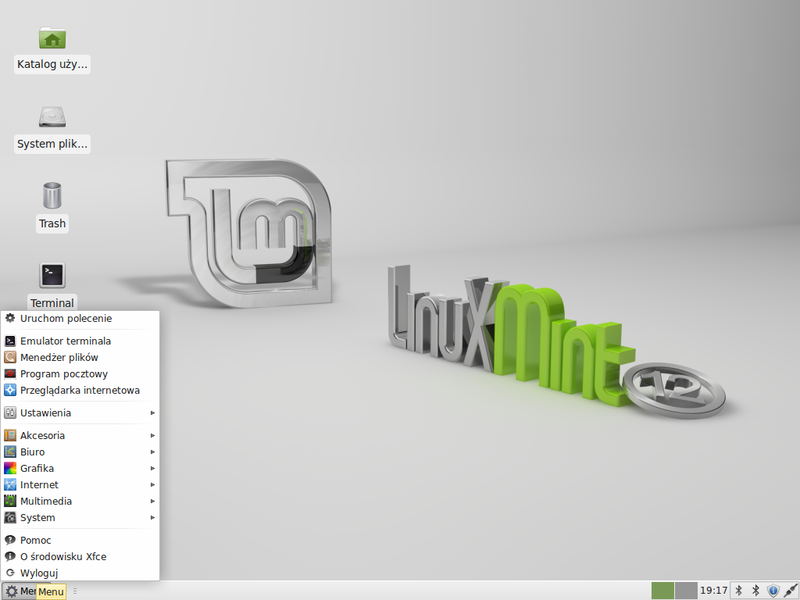 Linux Mint 12 (Lisa) with Xfce.png